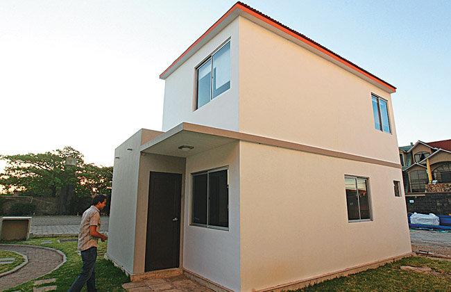 Promoci n uno de los prototipos de las casas prefabricadas de fancesa que ser exhibido en la - Casas prefabricadas canarias ...